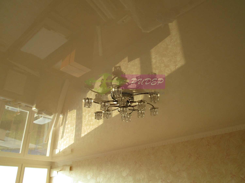 Монтаж и установка глянцевого натяжного потолка в Калининграде