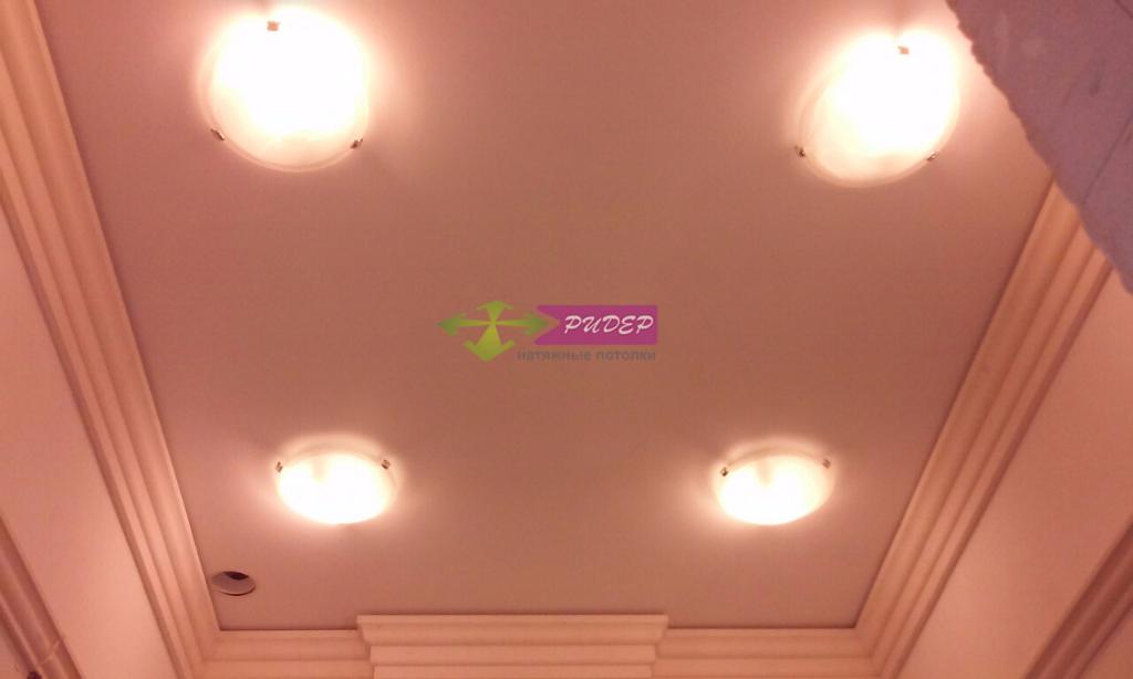 Светильники в натяжных потолках в Калининграде по ул. Цветочная