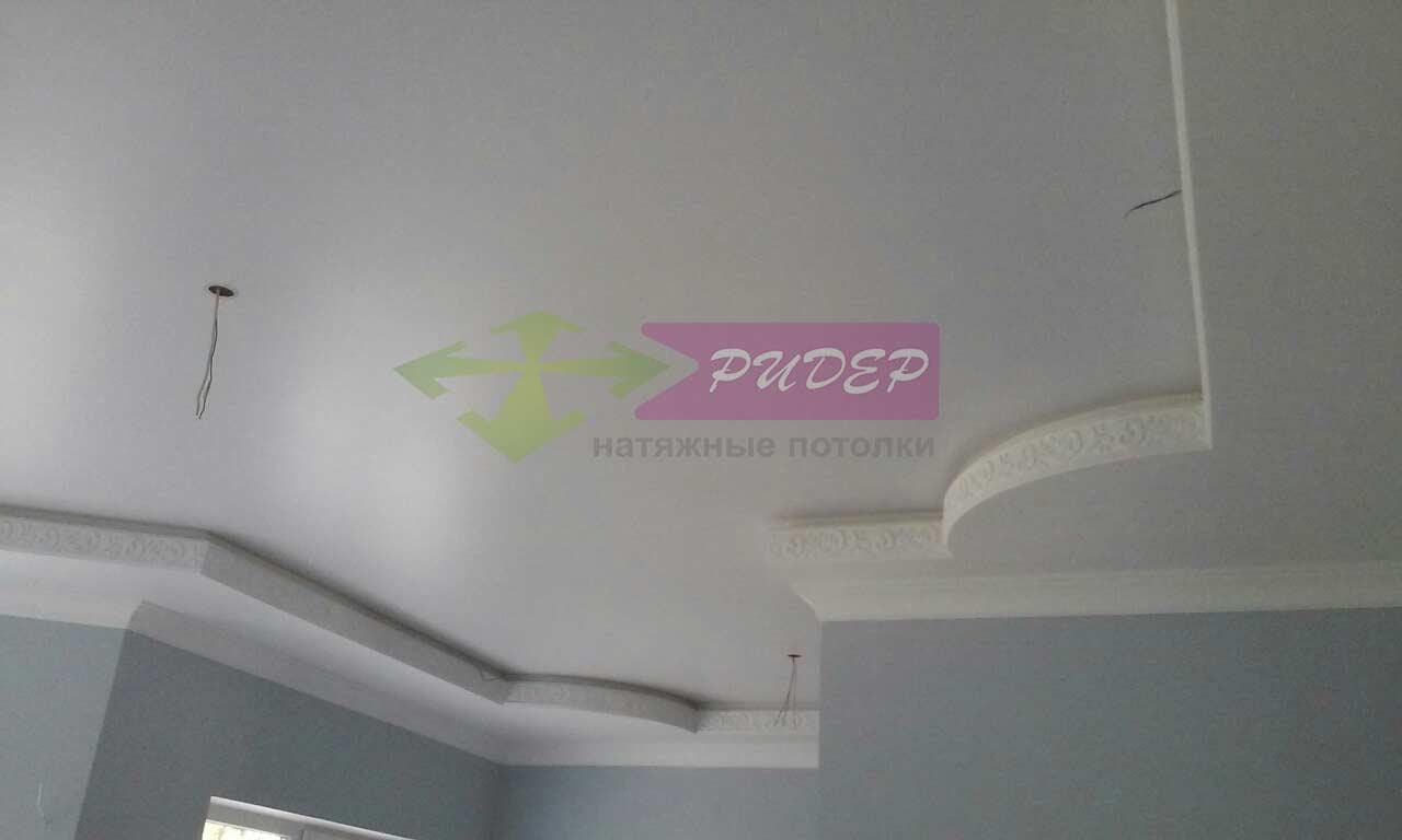 Недорогой сатиновый потолок
