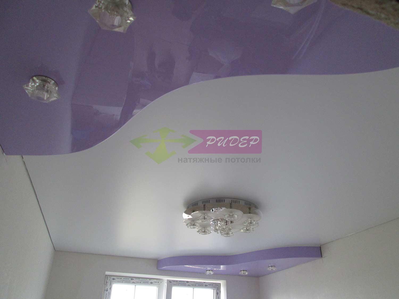 Сатиновый натяжной потолок в комнату
