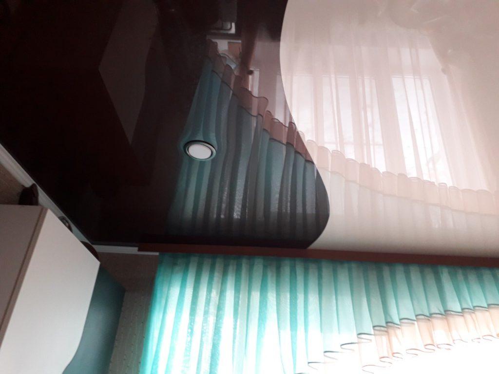 Комбинации цветов в натяжном потолке