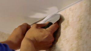 Монтаж ленты для натяжного потолка