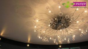 Какая люстра наиболее оптимальная для натяжного потолка?