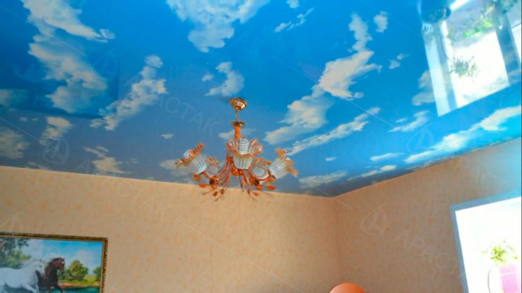 Использование фотопечати небо в натяжном потолке