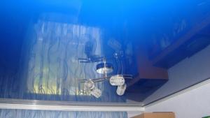 Лаковая ПВХ пленка для натяжных потолков