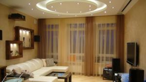 Установка многоуровневого натяжного потолка в зале