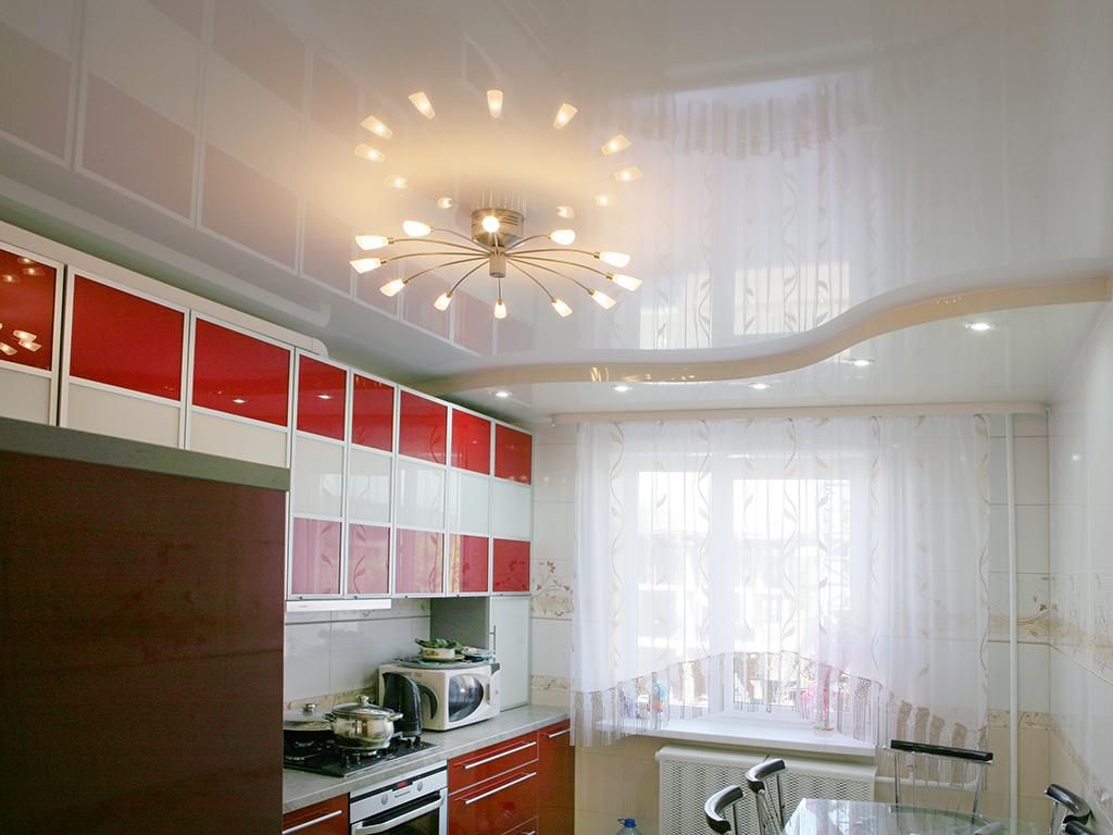 Установка натяжных потолков на кухне