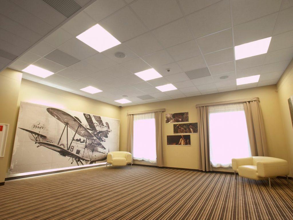 Установка натяжных потолков в акустических помещениях
