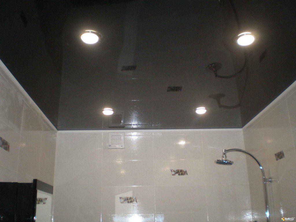 Лаковые натяжные потолки в бассейн