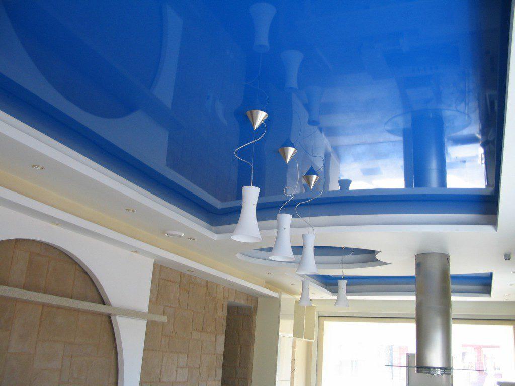 Использование натяжных потолков в бассейне