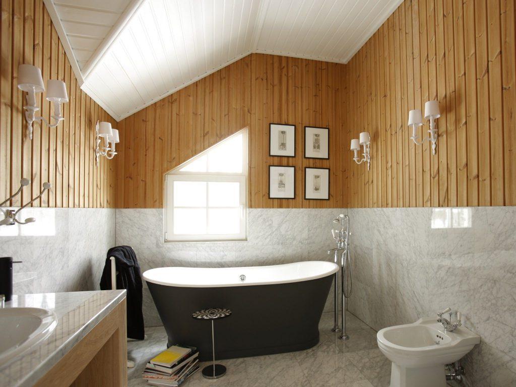 Советы дизайнеров по подбору натяжных потолков в ванную комнату