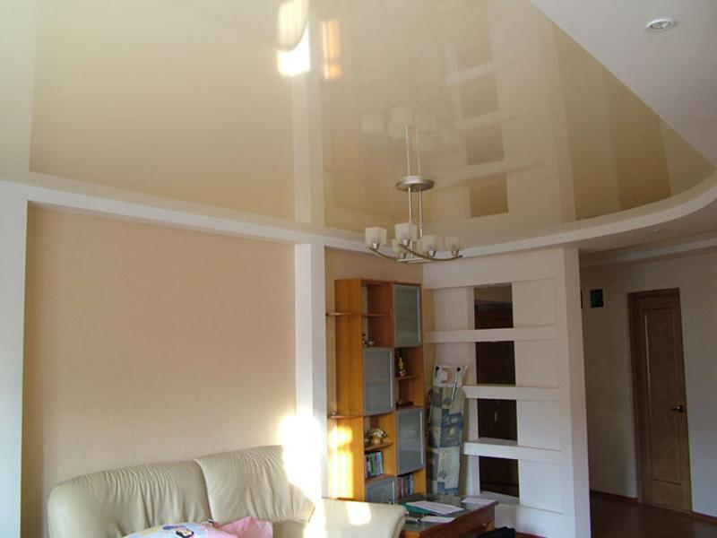 Светло-бежевый натяжной потолок