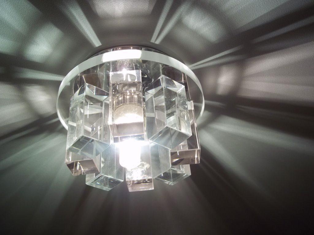 Светильники для натяжных потолков и освещение